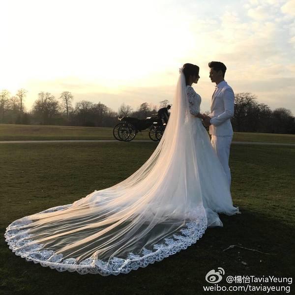 楊怡羅仲謙夫妻檔出席活動  10月香港補辦婚宴