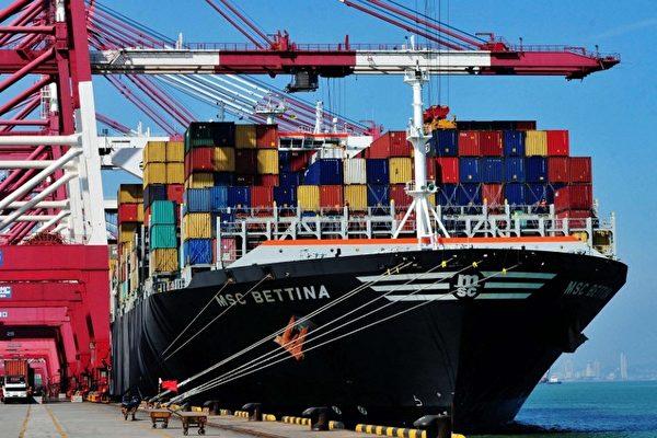 英國暗指中共惡劣貿易行為,籲G7採更強硬立場。圖為青島集裝箱港口。(AFP)