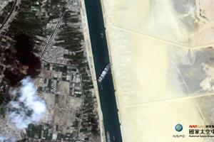 台灣福衛五號拍到 蘇伊士運河「大排長榮」