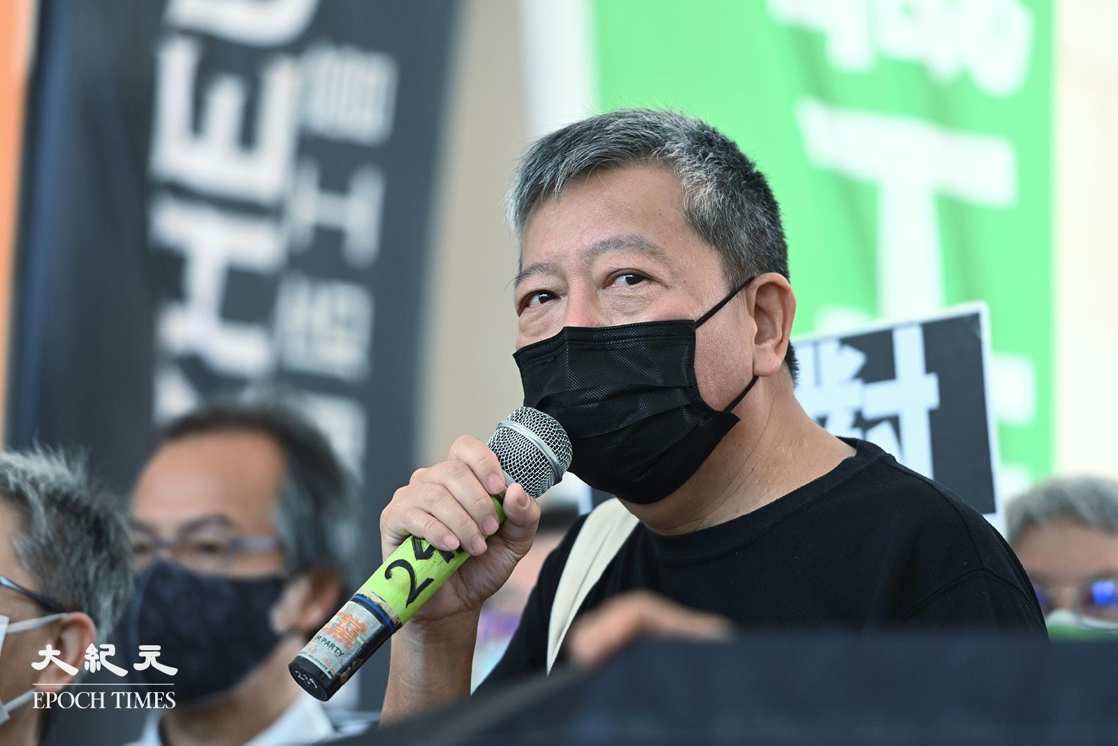 4月1日,李卓人在西九龍法院向傳媒講話。(宋碧龍/大紀元)