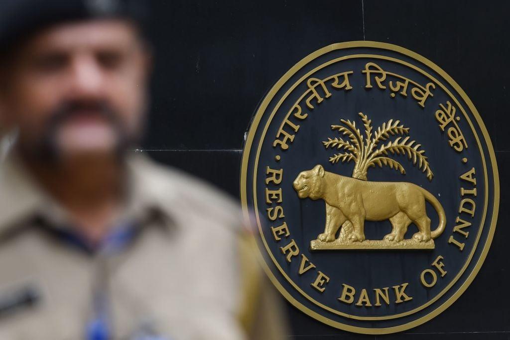 印度昨(4月2日)公佈外匯儲備按周減少0.51%至5,793億美元。(INDRANIL MUKHERJEE/AFP via Getty Images)
