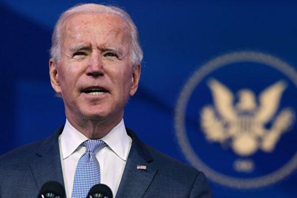 美國總統拜登(Joe Biden)3月31日公佈了一份2萬億美元基建計劃,並將公司稅上調至28% 。特朗普(Donald Trump)對此提出批評,表示會給美國社會造成不可估量的損失,指給中共送「大禮」。圖為美國總統拜登。(Chip Somode villa / Getty Images)