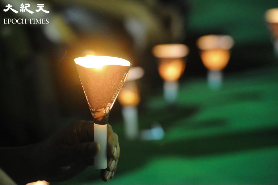 2020年6月4日,市民在維園點燃悼念六四死難者的燭光。