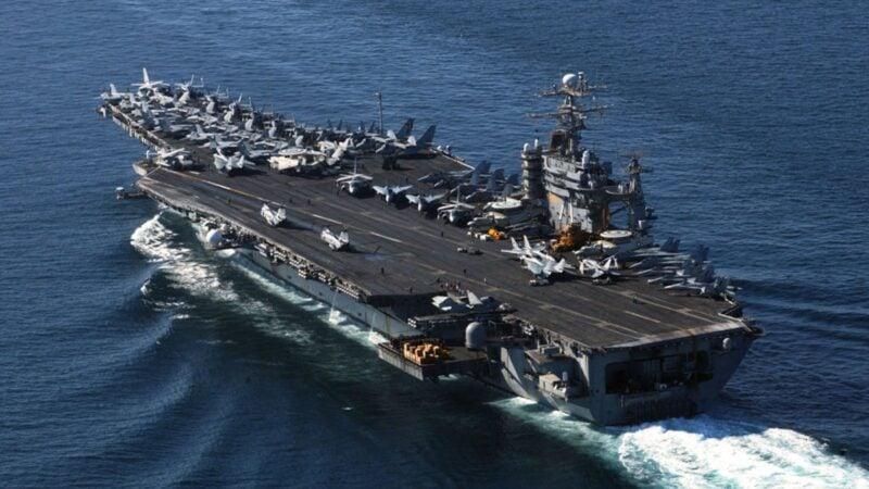 中美航母同期異動 美軍艦現身長江口