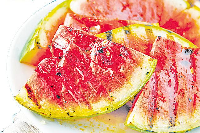 碳烤的西瓜非常香甜又美味。