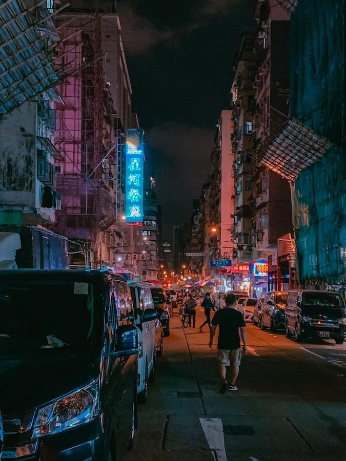 大南街霓虹招牌「星河餐廳」曾是「地標」。(受訪者提供)
