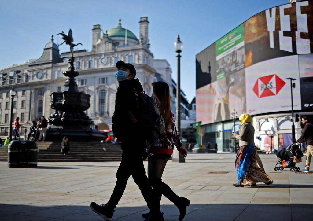 IHS Markit今(4月7日)公佈3月份英國服務業PMI終值為56.3,反映服務業商業活動正在擴張。(TOLGA AKMEN/AFP via Getty Images)