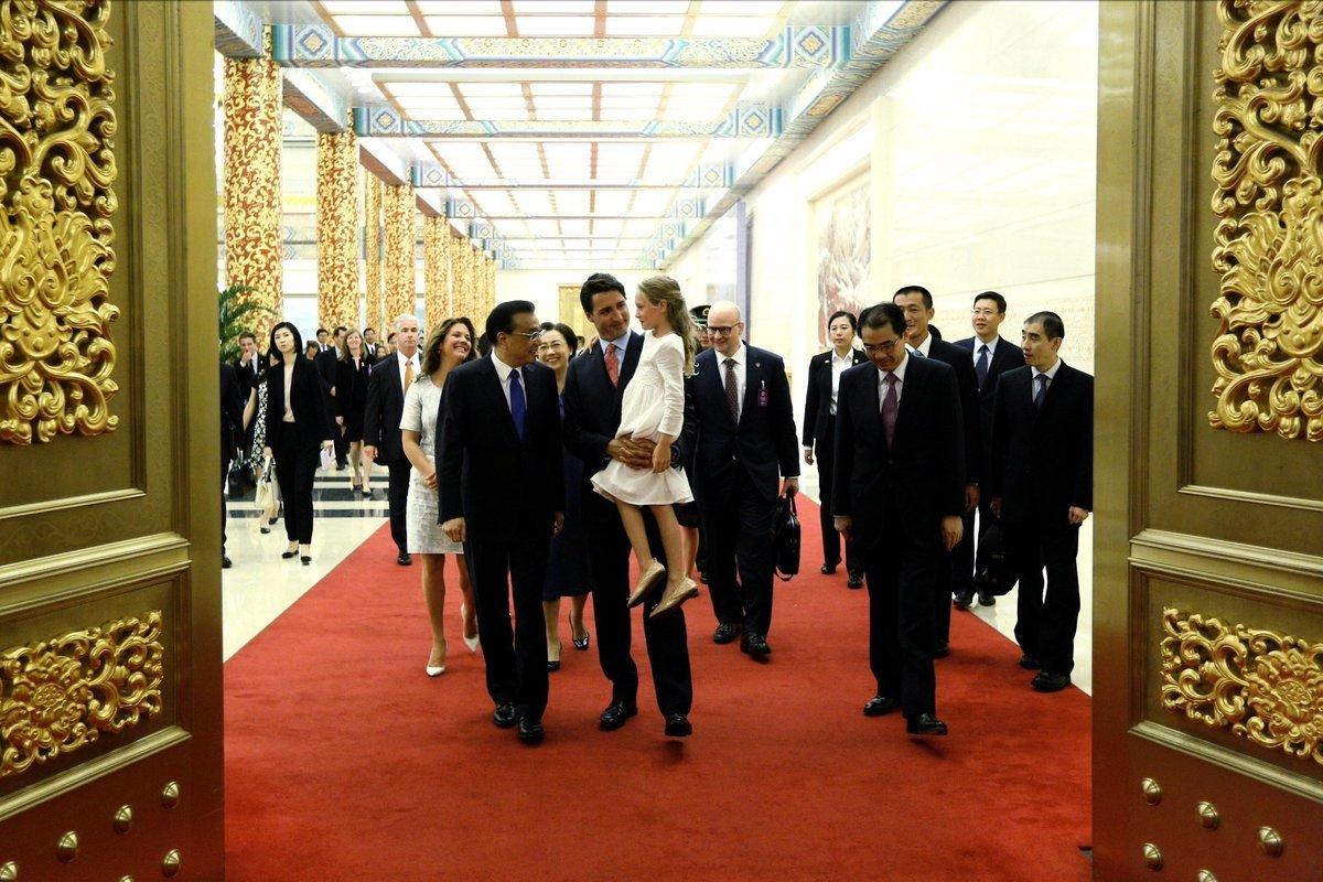 加拿大總理杜魯多在訪華行程中與中共總理李克強會面。(加拿大總理Twitter擷圖)