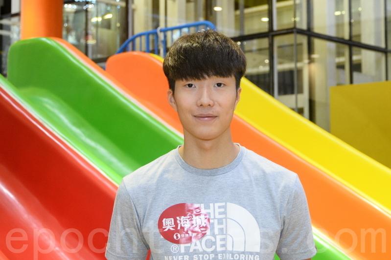 張家朗說今次奧運看到有香港市民打氣,讓他感到鼓舞。希望能藉今次的奧運熱潮令更多的小朋友熱愛並投身體育運動。(宋祥龍/大紀元)