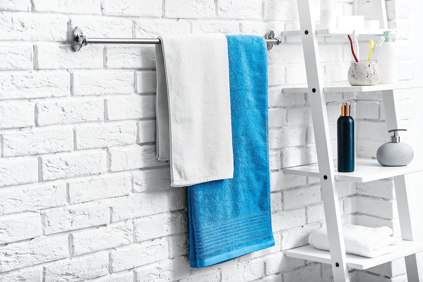 浴巾共用容易傳染皮膚病,很少清洗也可能使自己的皮膚發炎。