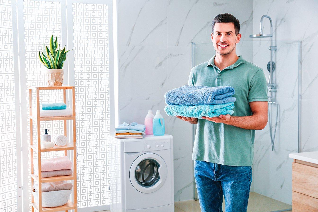 洗完澡後用來擦拭身體的浴巾很容易孳生病菌,要經常清洗並避免共用。