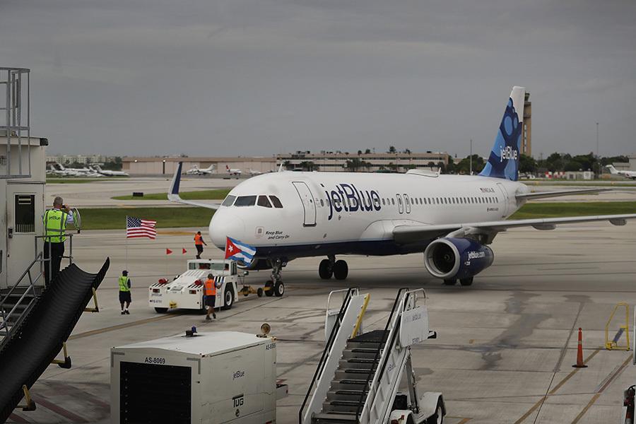 榮獲首航的捷藍航空週三從佛羅里達州勞德代爾堡(Fort Lauderdale)起飛,抵達古巴中部城市聖克拉拉(Santa Clara)。(Joe Raedle/Getty Images)