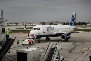 中斷逾半個世紀 美商務班機首航古巴