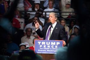 特朗普民調又上揚 美媒:不見得他會輸