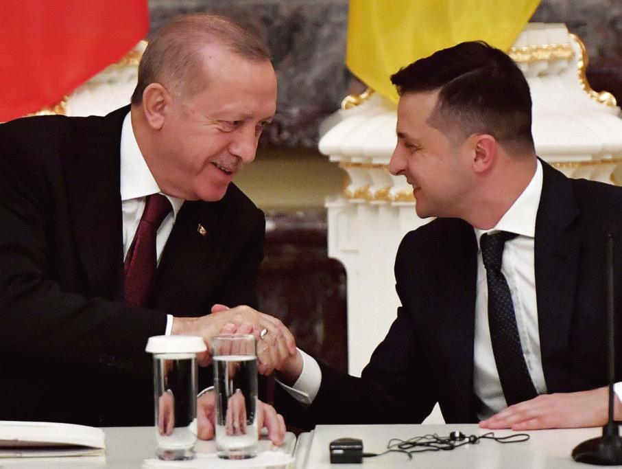 圖為2020年2月3日,土耳其總統埃爾多安(左)與烏克蘭總統澤連斯基(右)在基輔出席會談。(Getty Images)
