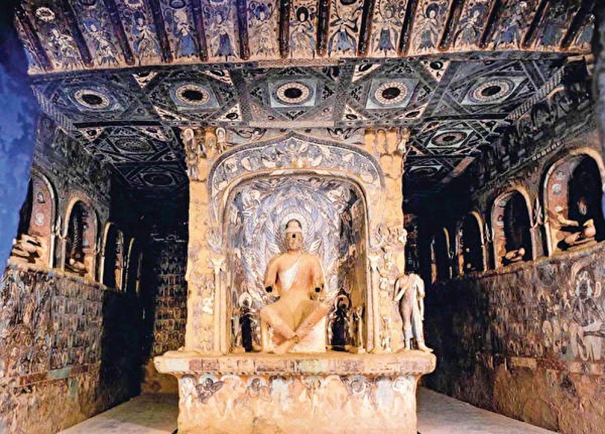 建於北魏的莫高窟第257窟,其主尊大像是典型的「出水式曹家樣」表現技法。(公有領域)