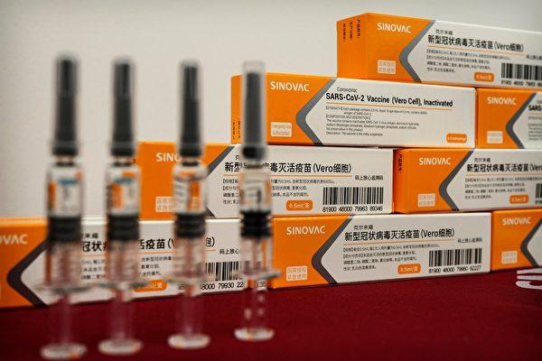 近日智利聖地亞哥大主教和輔理主教在接種科興疫苗一月後仍感染新冠病毒。圖為科興疫苗。(Kevin Frayer/Getty Images)