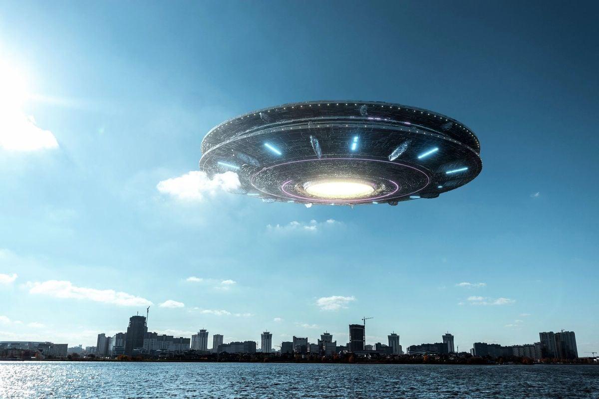 關於外星人事件媒體報道層出不窮,眾說紛紜。在美國上至總統,下至平民百姓都有與UFO、外星人接觸的報道。但歷屆美國總統對於外星人到底是否存在的問題,都答非所問,諱莫如深。(Shutterstock)