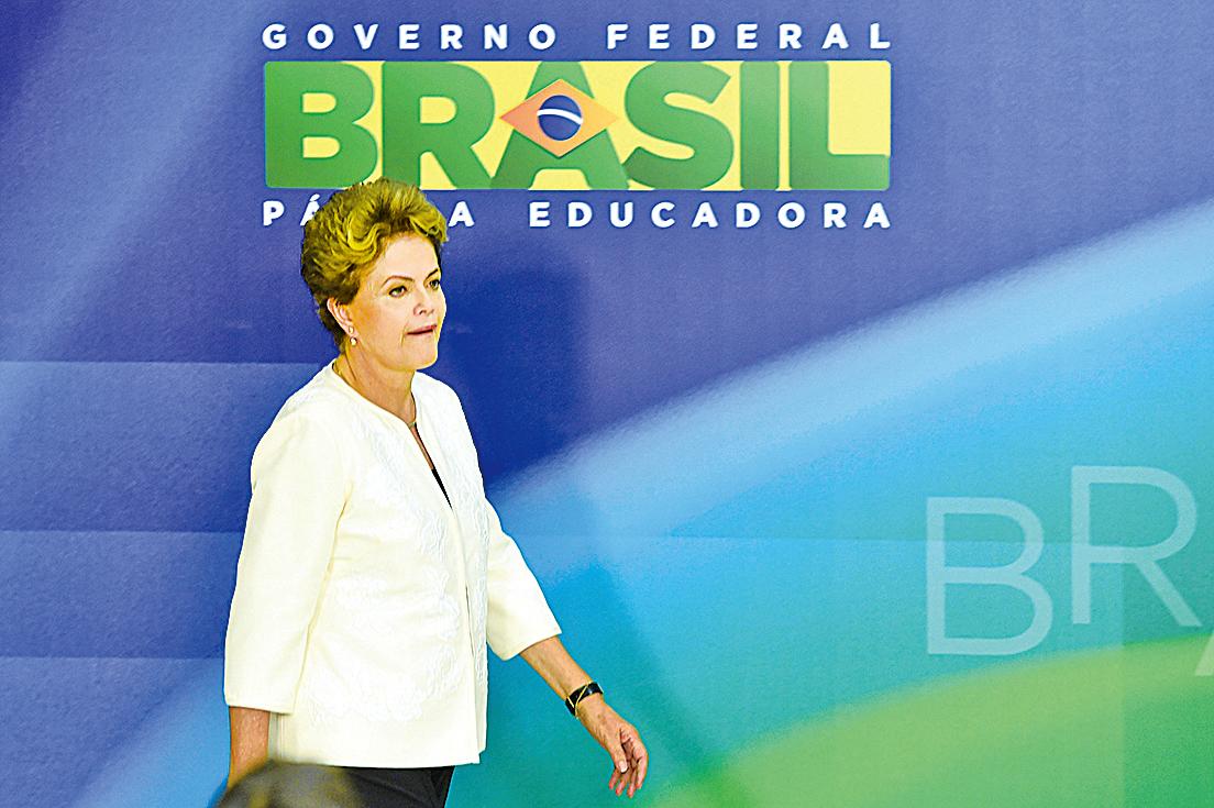 巴西參議院周三(31日)以61票對20票的懸殊比數,罷免女總統迪爾瑪.羅塞夫(Dilma Rousseff)。(AFP)