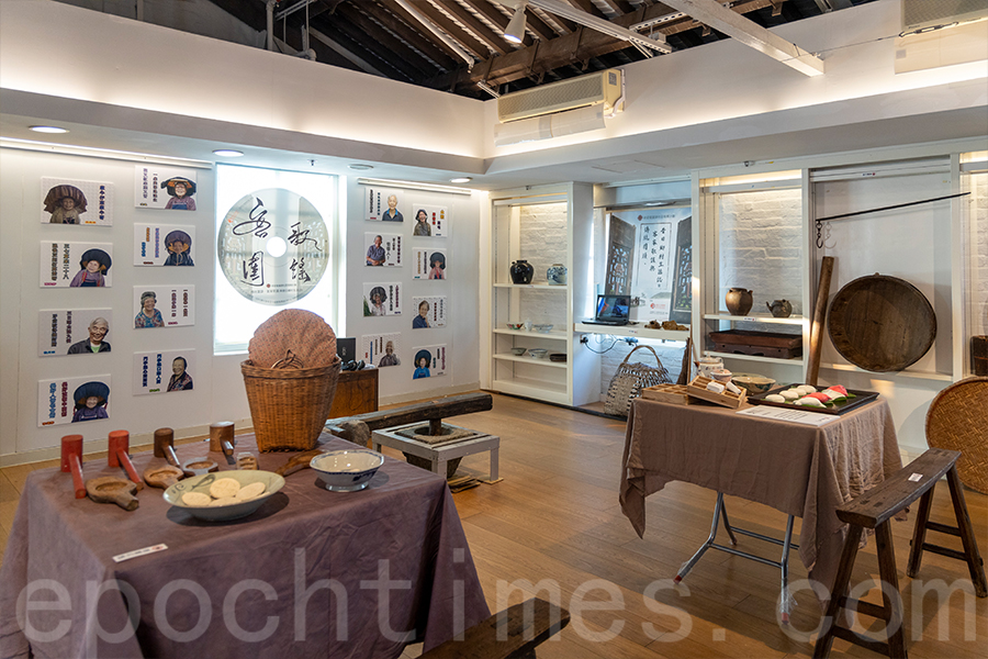 今年「樂山・樂水・樂土・樂根源」地區生活文化展設立的「客圍歌謠」展區。(陳仲明/大紀元)