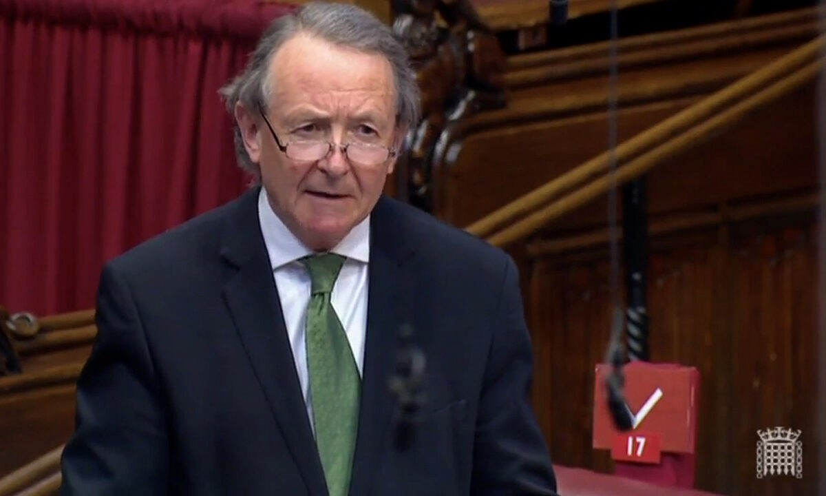 圖為大衛·奧爾頓勳爵3月23日在英國上議院發言。(議會影片截圖)