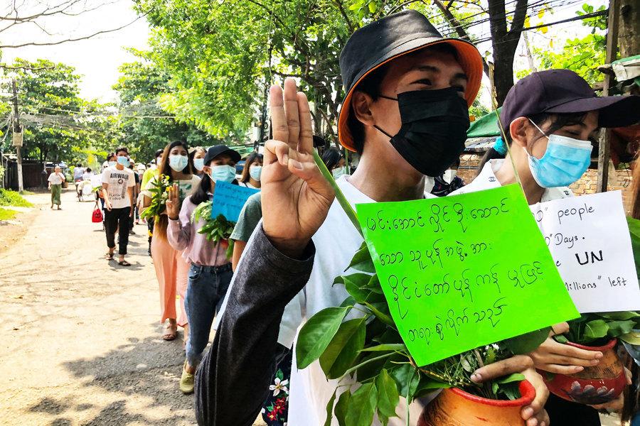 緬甸軍方鎮壓再升級  裝甲車輾壓示威者