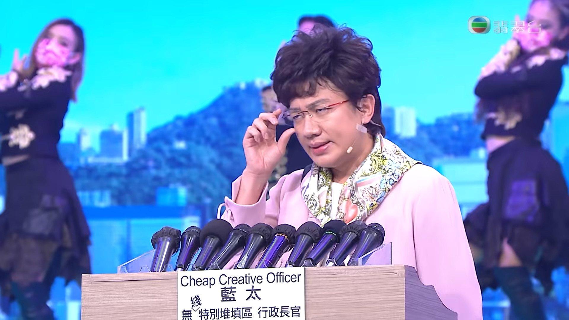 王祖藍在《開心大綜藝》惡搞林鄭月娥,通訊局表示截至昨日(14日)合共收到約250宗投訴。(TVB 影片截圖)