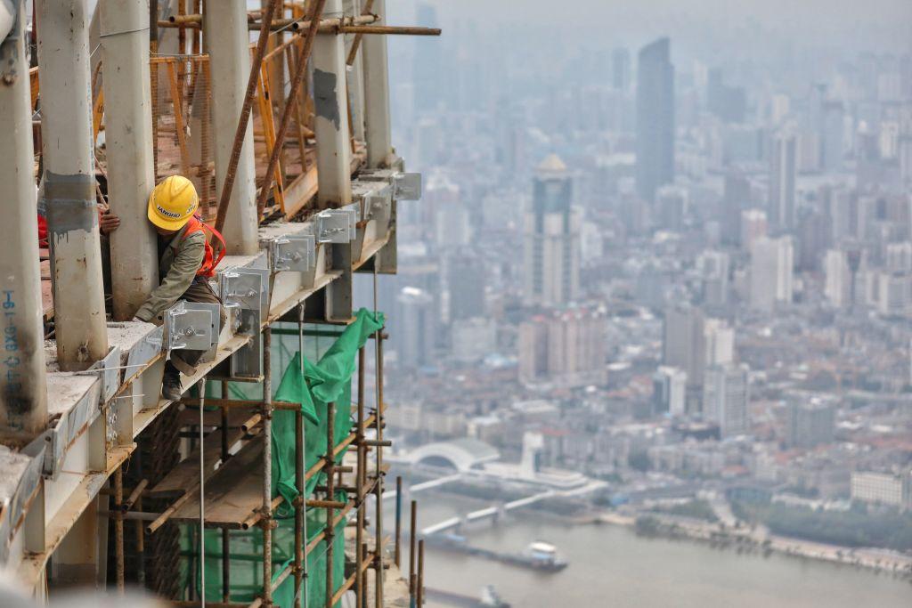 大陸今(4月16日)公佈70個大中城市住宅價格指數,二、三線城市繼續落後於一線,貧富懸殊正加劇。(STR/AFP via Getty Images)