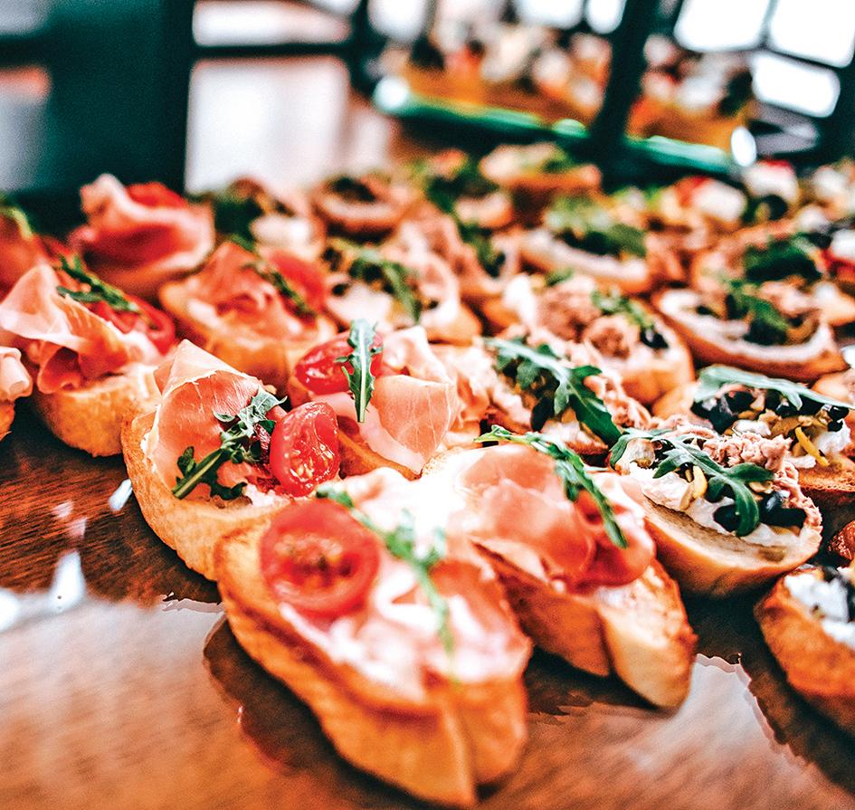 法式開胃點心卡納佩的烤麵包可用烤雞皮脆片代替。