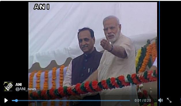 印度總理莫迪一拍手 救了幾名攝影者的命