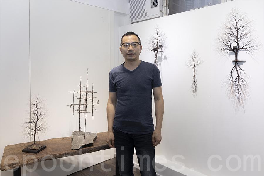 Joe說:「我想藉開花的樹寓意正在康復的香港,再艱難我們都不能放棄希望。」(陳仲明/大紀元)