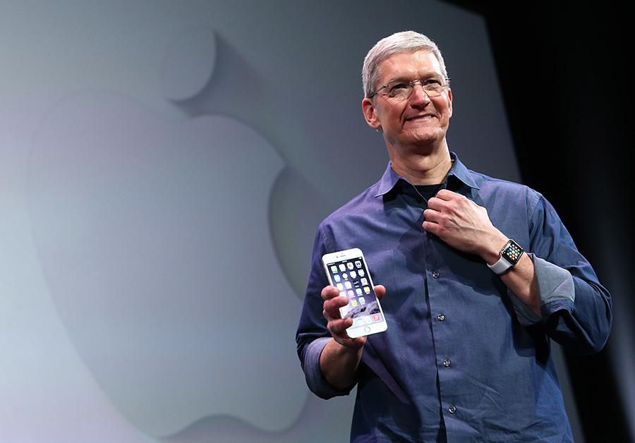 歐盟30日裁定蘋果公司要向愛爾蘭政府補稅146億美元後,執行長庫克9月1日表示,預計明年會將海外獲利轉回美國。(Justin Sullivan/Getty Images)