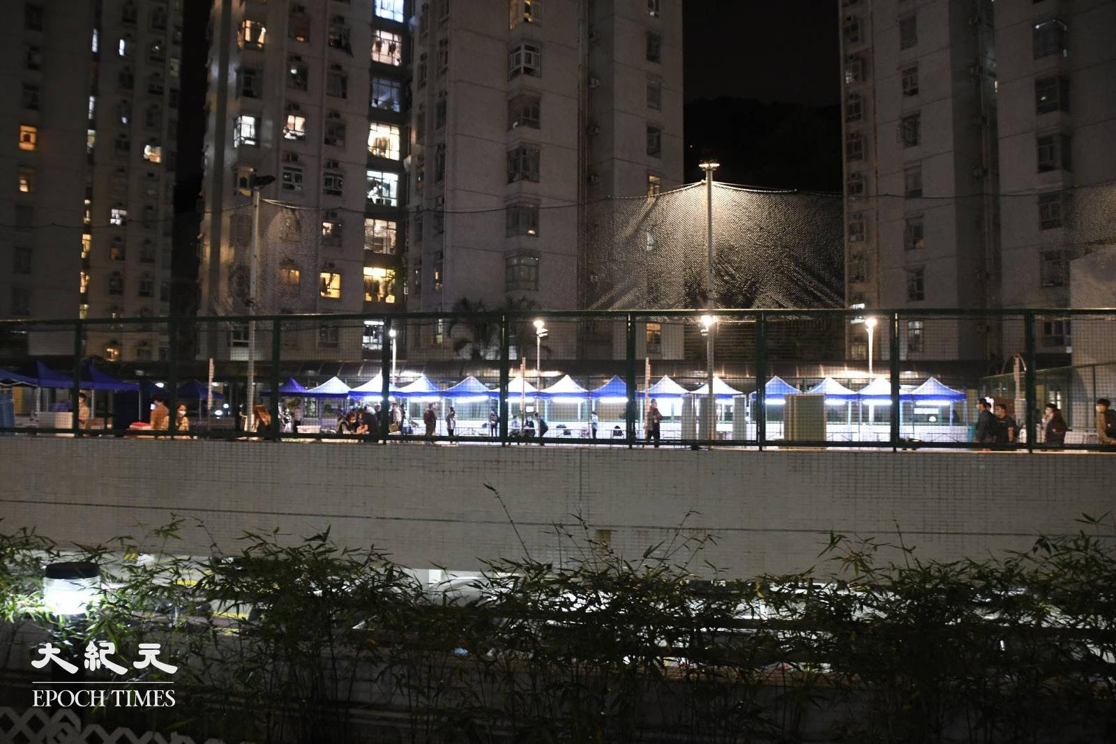 夜晚8時,荃灣麗城花園第二期平台。(麥碧/大紀元)