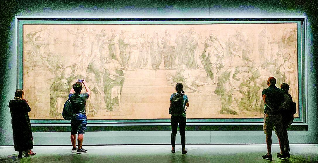 收藏在盎博羅削圖書館畫廊(Pinacoteca Ambrosiana)的《雅典學院》素描稿 。(周怡秀提供)