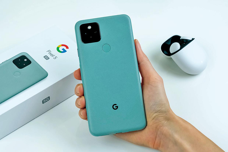 谷歌的Pixel 5手機。(Shutterstock)