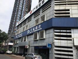 中國交通銀行一支行行長在廣場上吊自殺
