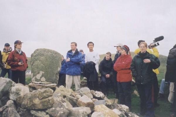 趙明被營救回愛爾蘭,和三聖學院的朋友們一起春遊。