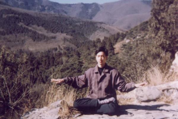 白曉鈞,我朋友白少華的哥哥,2003年7月受種種酷刑折磨,被打死。