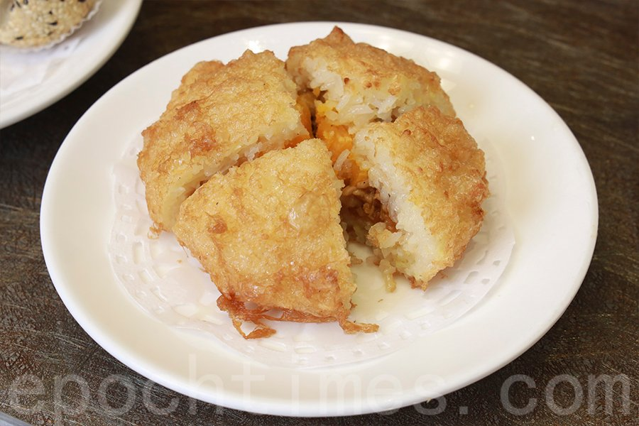 懷舊點心——煎糯米雞。(陳仲明/大紀元)