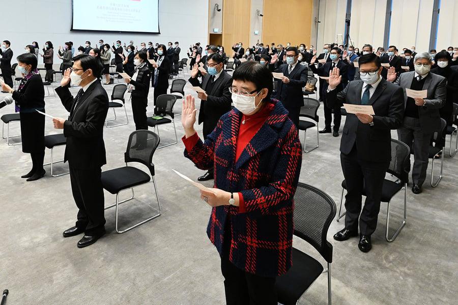 公務員宣誓現離職潮 上年度21位政務官辭職創新高