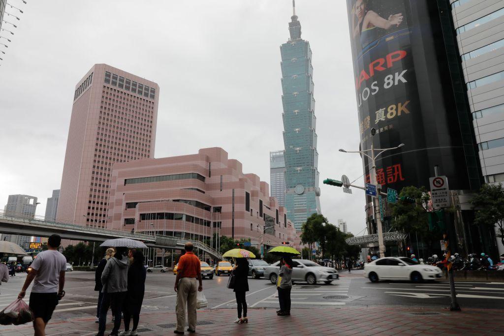台灣今(4月22日)公佈3月份失業率為3.67%,就業人數1,152萬。(DANIEL SHIH/AFP via Getty Images)