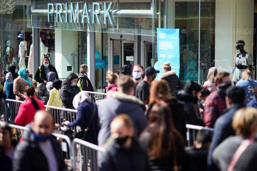 英國零售銷售躍升5.4%遠超預期 就業部長稱續走在復甦路上
