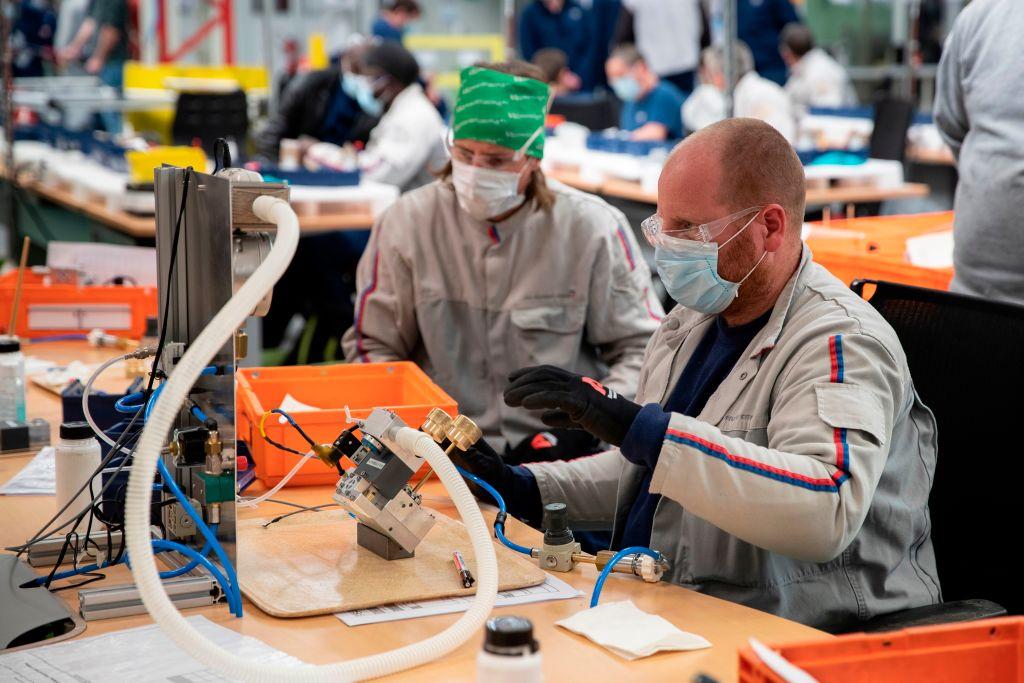 IHS Markit昨(4月23日)公佈4月份歐羅區製造業PMI初值為63.3,反映製造業商業活動正在擴張。(THOMAS SAMSON/AFP via Getty Images)