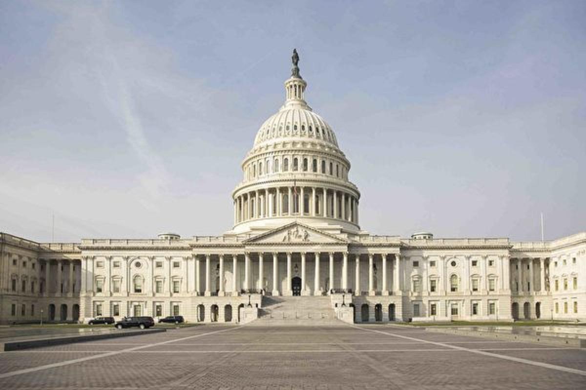 為了全方位對抗中共威脅,4月21日,美國參議院外委會高票通過一項重大兩黨法案。該法案涵蓋範圍廣泛,在包括人權和經濟競爭在內的許多問題上對中共進行反擊。圖為國會大廈。(Samira Bouaou/The Epoch Times)