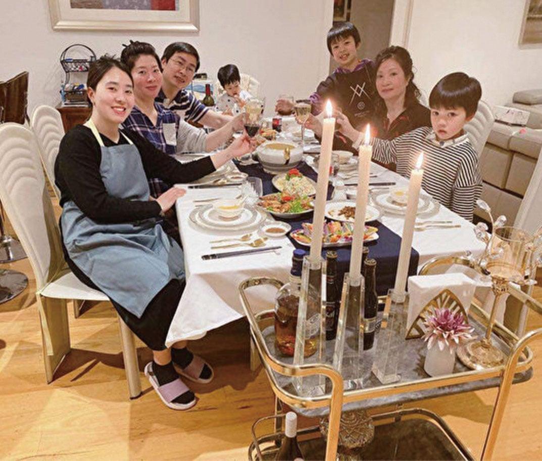 圖為越南裔法輪功學員Tran Ngoc Hien(右二)的家庭合照。(本人提供)