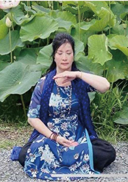 圖為Tran Ngoc Hien在煉法輪功第五套功法。( 本人提供)