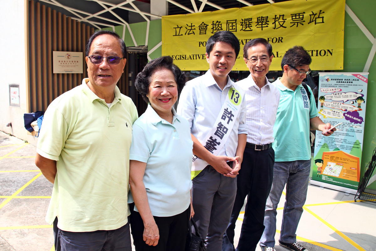創黨主席李柱銘呼籲一直支持民主黨的選民能夠繼續支持許智峯。(李逸/大紀元)