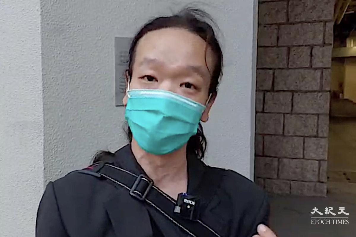 「廚房佬」施漢恒4月26日被保釋成功,接受記者採訪時透露自從上警車之後就被禁止接觸電話,無法聯絡律師。(麥碧/大紀元)