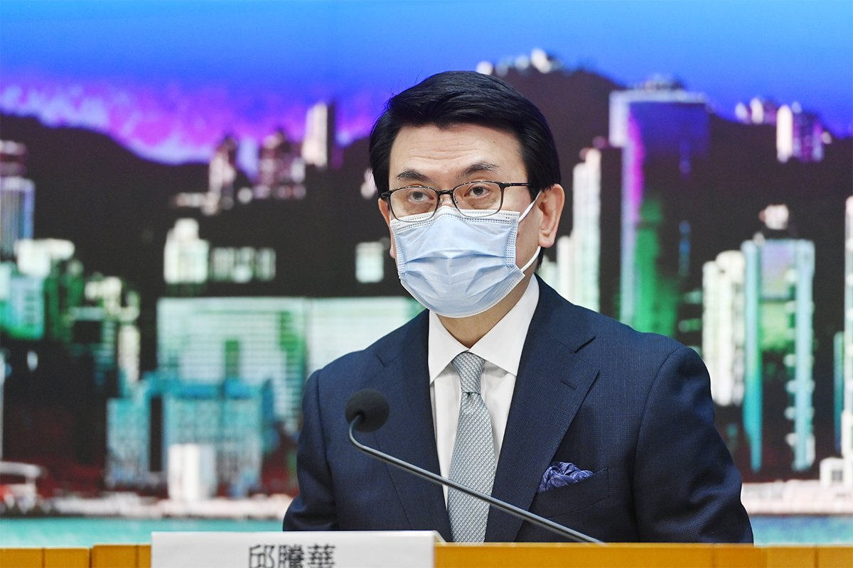 商務及經濟發展局局長邱騰華昨日公佈星港「旅遊氣泡」計劃詳情。(宋碧龍/大紀元)