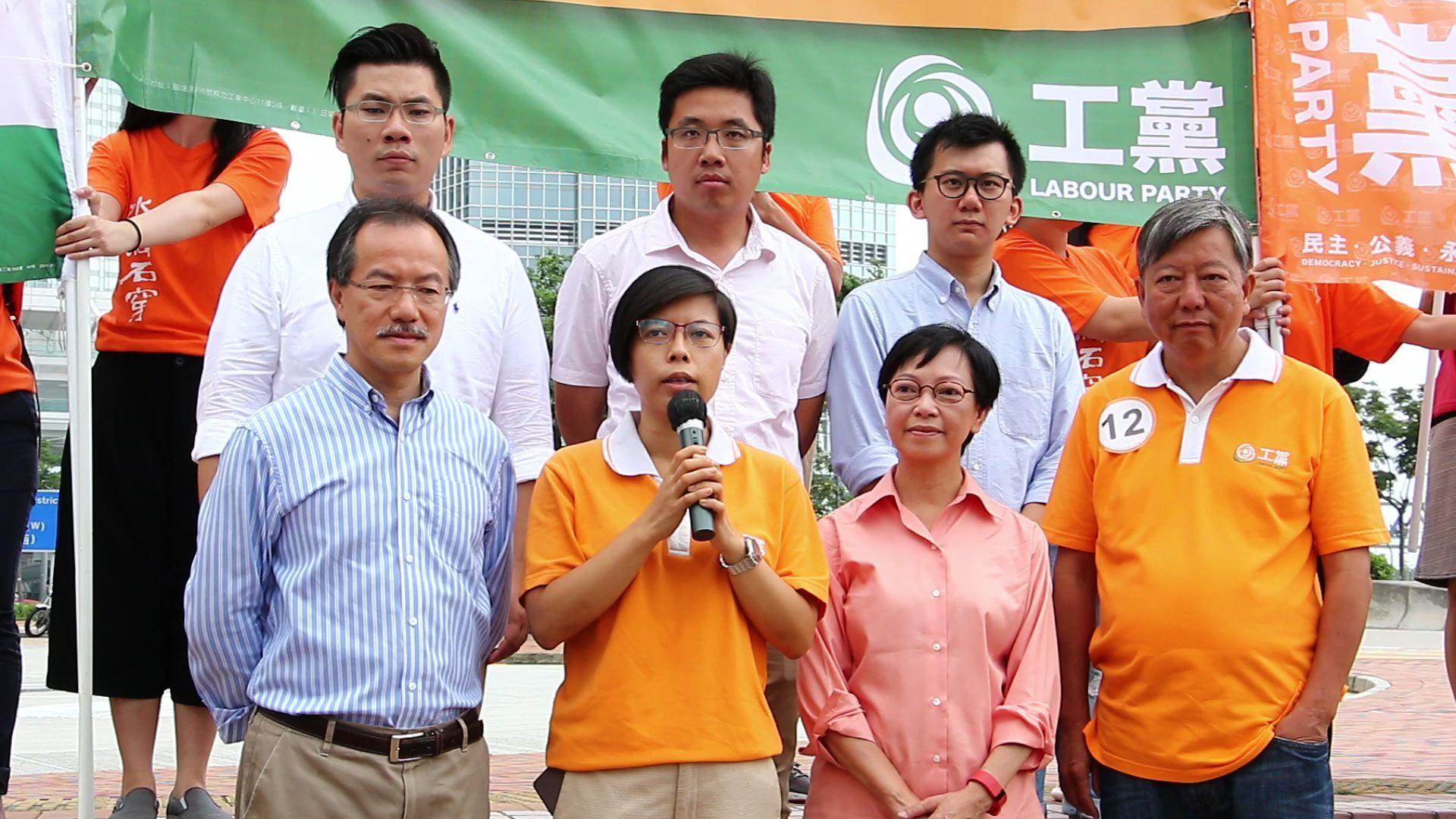 工黨今早10時在中環香港大會堂對開空地,舉行全面告急團結集會,呼籲市民投他們一票。(蔡雯文/大紀元)